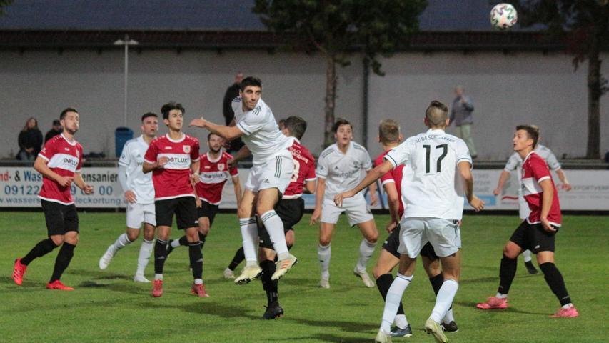 Der SC 04 Schwabach und der TSV 1860 Weißenburg lieferten sich ein temporeiches und packende Jura-Derby in der Landesliga Nordost und teilten am Ende mit einem 1:1 die Punkte.
