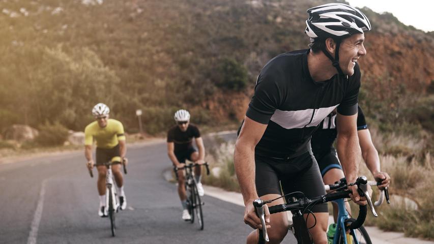 Männer und Radfahren: Riskant für die Prostata? Nein! Nur vor einem PSA-Test sollten Männer ein paar Tage nicht radfahren, da das den Wert der Blutuntersuchung verfälschen kann.