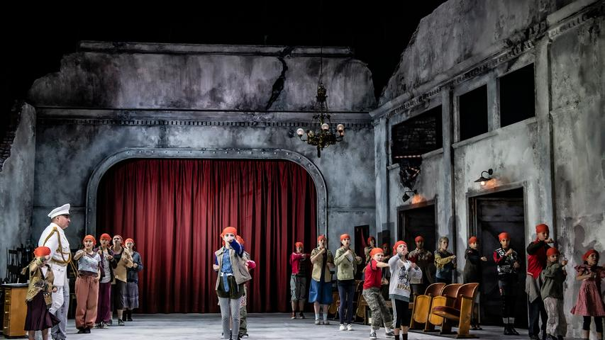 Sein Debüt gibt der neue Kinderchor des Staatstheaters.