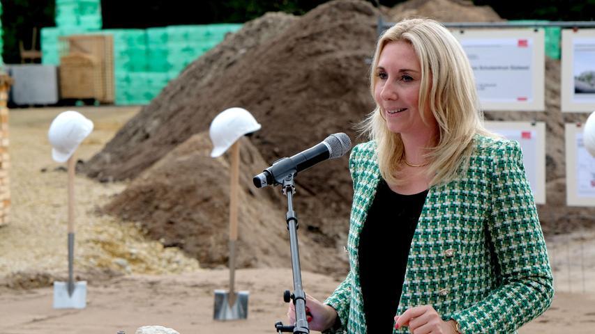 Anna Stolz, Bayerische Staatssekretärin für Unterricht und Kultus, freute sich, dass es nun endlich losgeht.