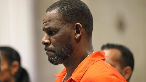 Missbrauchsprozess:Jury spricht Ex-Superstar R. Kelly schuldig
