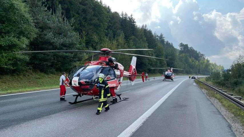 Zwei Männer wurden in einem Hubschrauber in die Klinik verbracht.