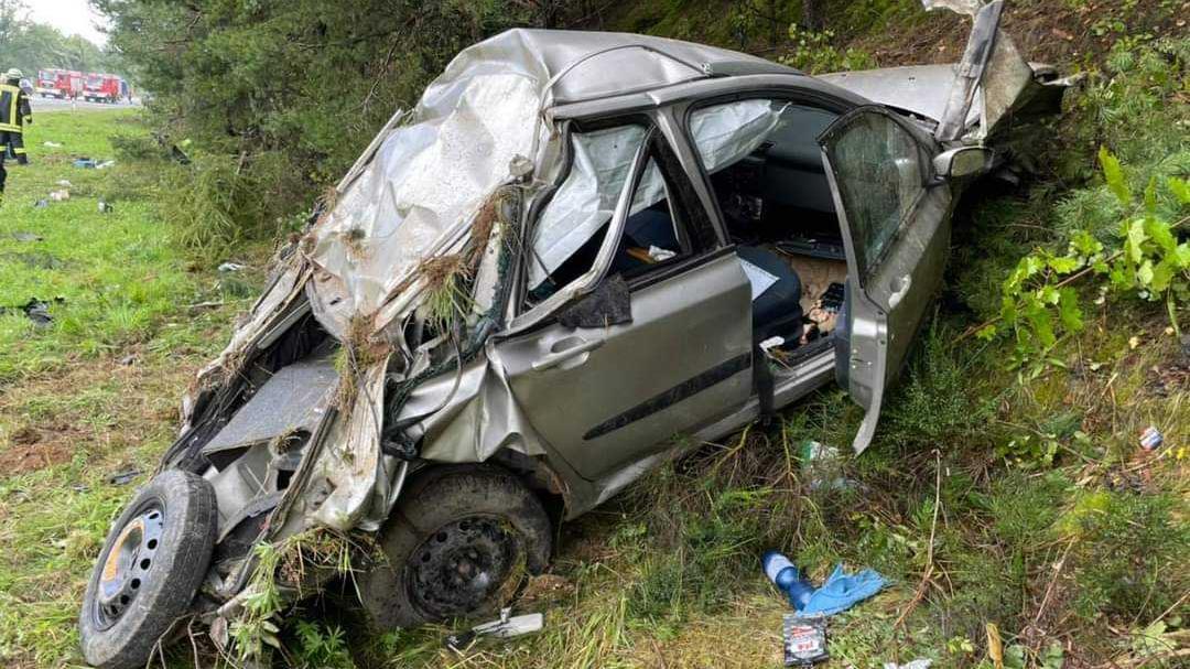 Bei einem Unfall auf der A9 verletzten sich vier Personen schwer.
