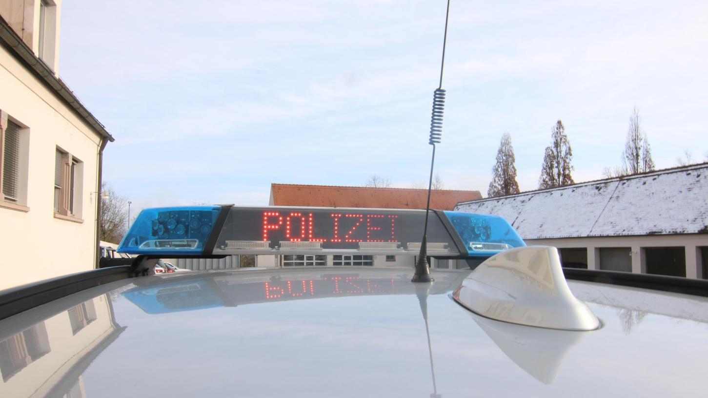 Die Polizei musste sich um einen Unfall mit einem Lastzug und einem Sattelzug auf der A7 kümmern.