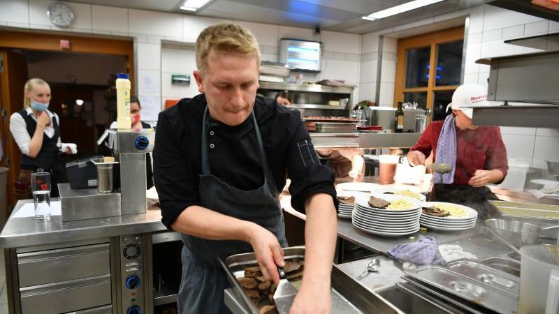 In der Post-Küche in Berching schlug zum Auftakt das Herz der Schmankerlwochen. Foto Wolfgang Fellner