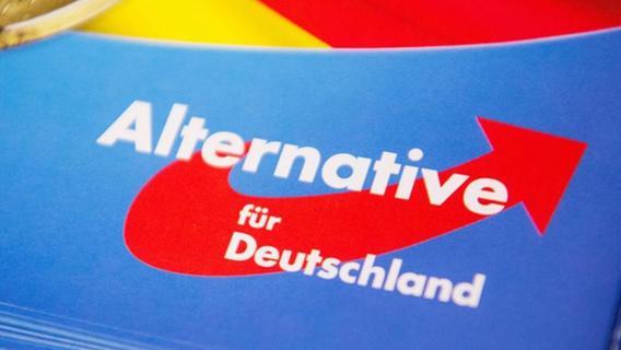 Künstlerkollektiv entsorgt AfD-Flyer statt auszuliefern - Chrupalla: