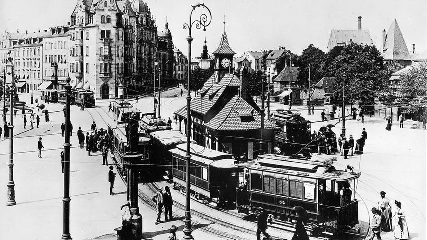Nürnbergs Straßenbahn, seit Jahren weiter in die roten Zahlen rollendes Massenverkehrsmittel, feiert zweifaches Jubiläum: vor 90 Jahren setzte sich mit Peitschenknall und Hufgetrappel die erste Bahn in Bewegung, und vor 75 Jahren lud die