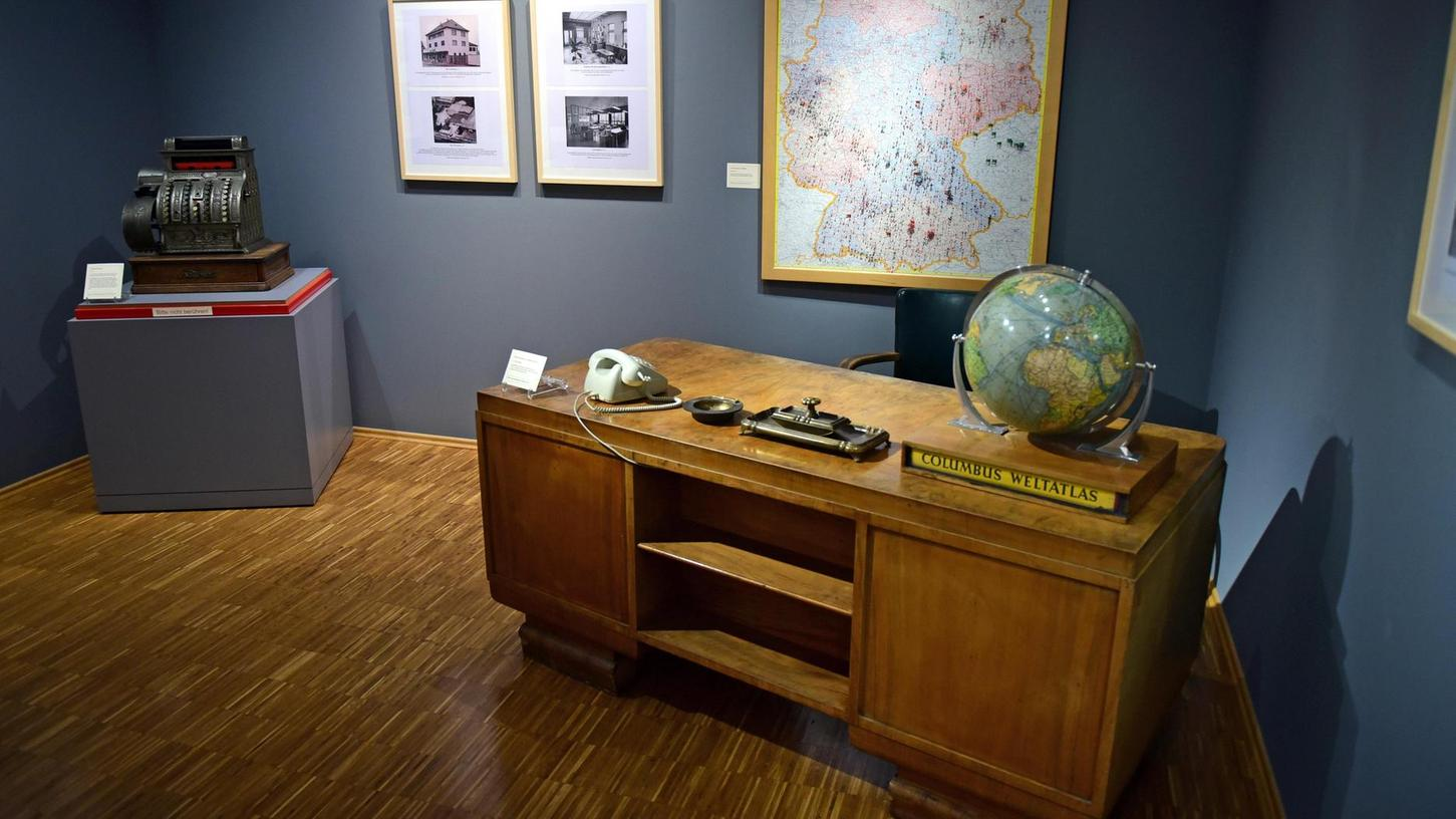 Herzstück der Ausstellung: der Schreibtisch, an dem schon Firmengründer Georg Roth arbeitete.