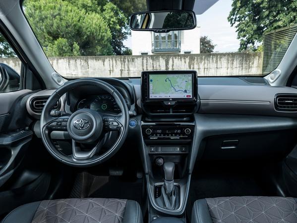 Ausstattungsabhängig gibt es einen bis zu neun Zoll großen Touchscreen.