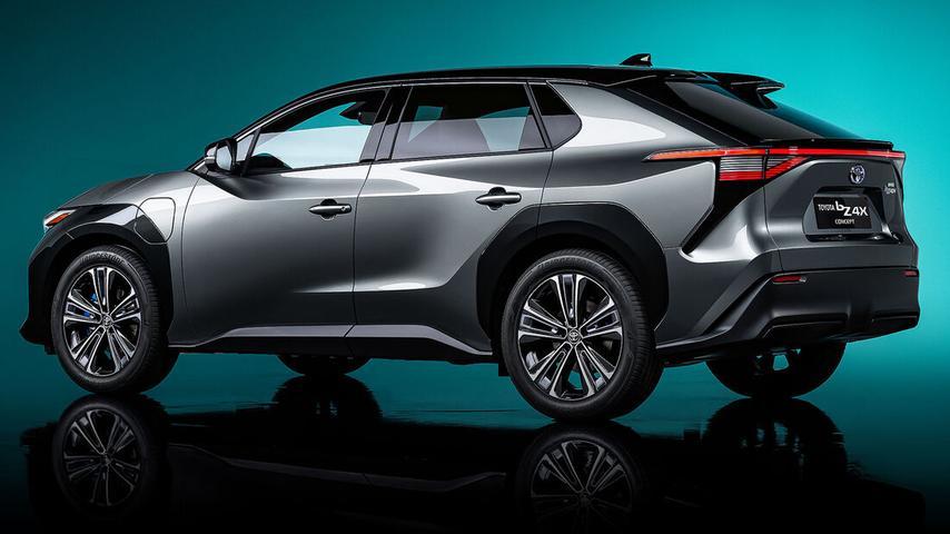 Der BZ4X - hier noch als Concept-Car - nutzt die neue Elektro-Plattform e-TNGA.