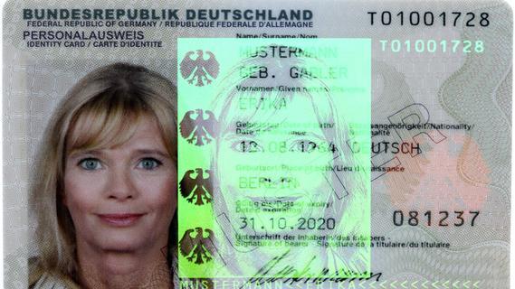 Ausweis oder Führerschein beantragen: Wie alt darf eigentlich das Passbild sein?