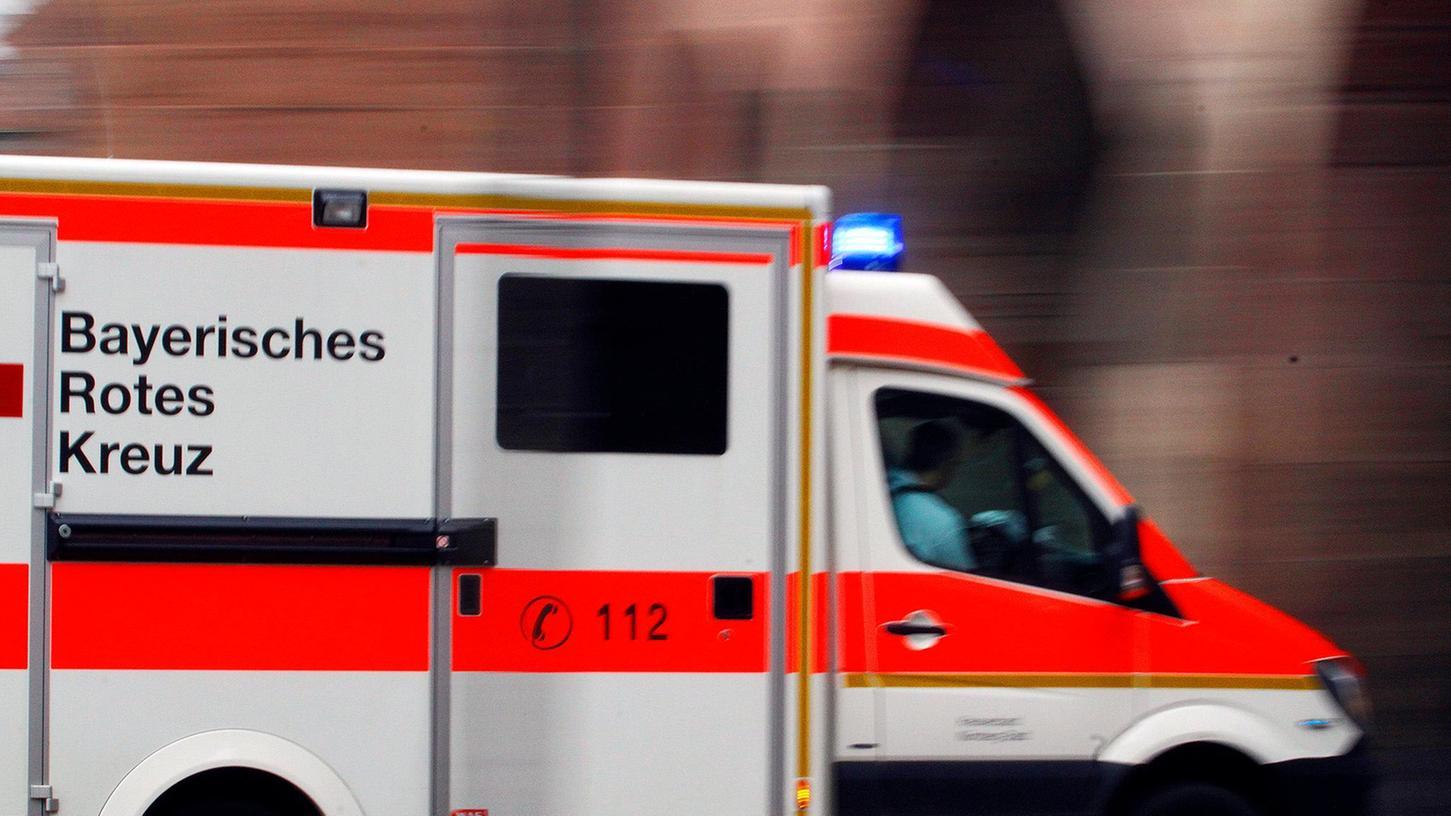 Der Rettungsdienst brachte die verletzte Schülerin in ein Krankenhaus.
