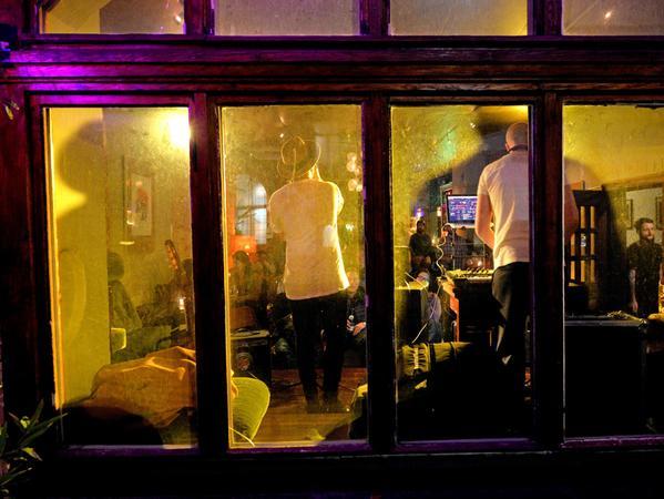Eine Bar wie ein Wohnzimmer: Das