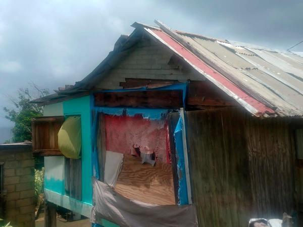 Durch den Hurrikan zerstört: In dieser Hütte lebt eine Mutter mit ihren sechs Kindern.