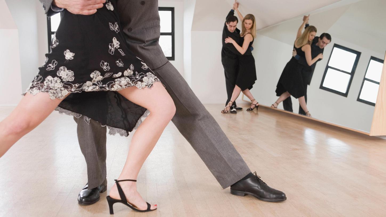 Menschen, die im Beruf eine Leitungsposition haben und in ihrer Freizeit Tango Argentino tanzen, profitieren sehr davon.
