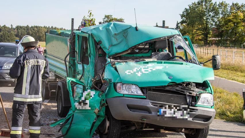 Ein 41-jähriger Lkw-Fahrer bemerktedies zu spät und erfasste das Gespann mit seiner rechten Fahrzeugseite.