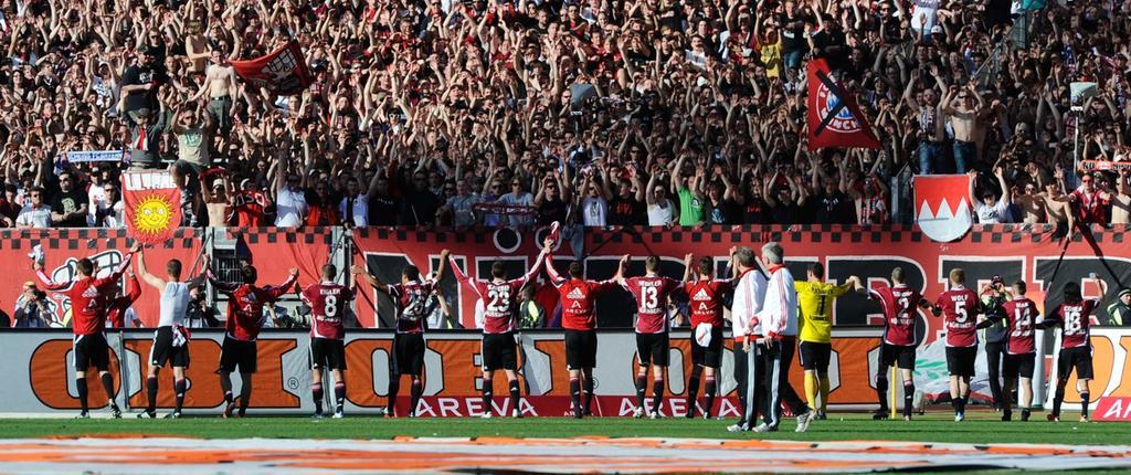 Dank an die Fans: die Jubelkette nach dem Spiel.