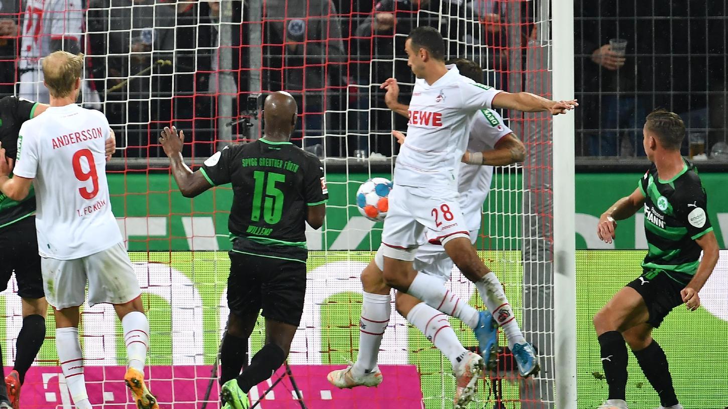 Der nächste Nackenschlag! Kölns zweiter Treffer - aus der Nahdistanz erzielt - setzte Fürth im Rheinland ins Hintertreffen.