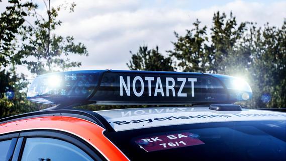 Motorradfahrer bei Forchheim schwer verletzt - Unfallverursacher flüchtig
