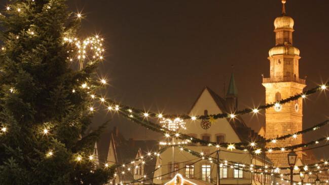 Der Laufer Weihnachtsmarkt zu einer Zeit, als Corona noch kein Thema war. Chef-Planer Horst Fischer hofft, dass der Marktplatz in diesem Dezember wieder einen ähnlich schönen Anblick bietet.