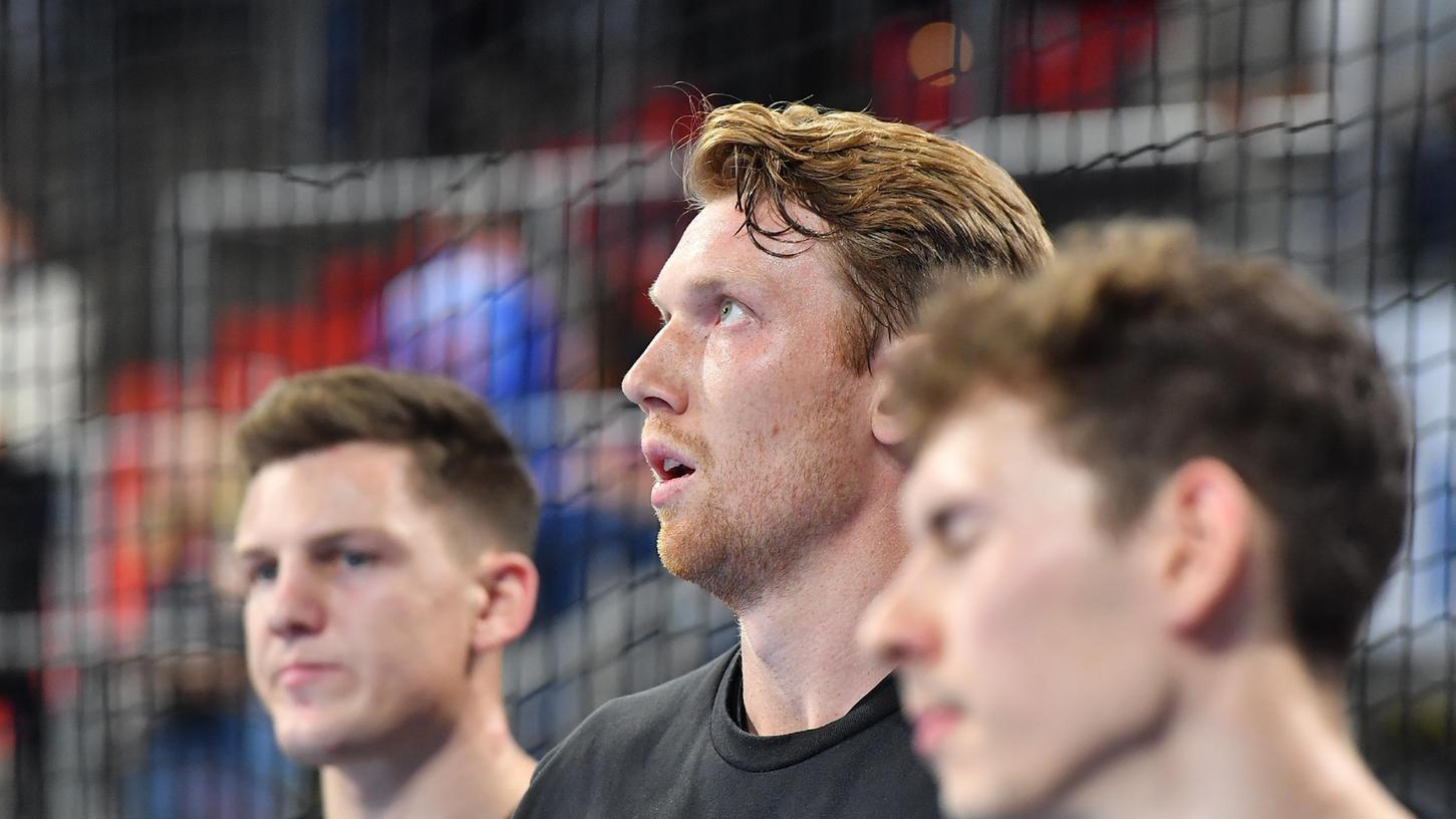 Wurfgewaltig, aber am Ende trotzdem nicht robust genug für die Füchse Berlin: Simon Jepsson (Mitte) und Christoph Steinert (links) erzielten jeweils neun Treffer bei der 30:35-Niederlage.