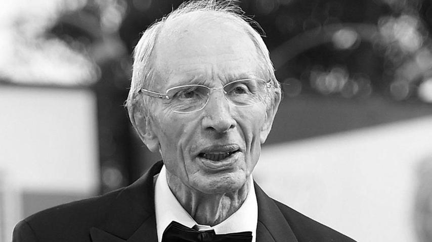 Der Schauspieler Heinz Lieven ist tot. Er sei im Alter von 93 Jahren in Hamburg gestorben, teilte seine Agenturmit. Der gebürtige Hamburger stand während seiner jahrzehntelangen Karriere auch für internationale Produktionen vor der Kamera.