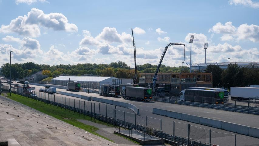Auch wenn das Rennen nicht wie gewohnt im Hochsommer, sondern erst im Herbst stattfindet, werden vor allem auch auf der Steintribüne wieder Zigtausende Motorsportfans erwartet.