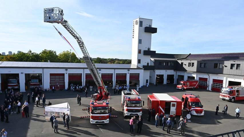 Ständige Wache der Feuerwehr Erlangen feiert