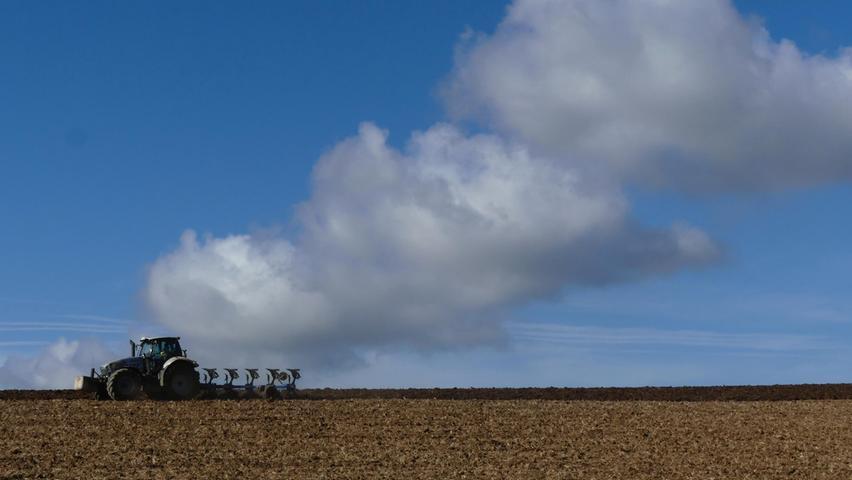 Herbstarbeit auf dem Feld - scheinbar unter Volldampf.