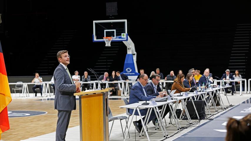 Spielplätze, Tauben, Straßengestaltung: Nürnberger im Dialog mit der Stadtspitze