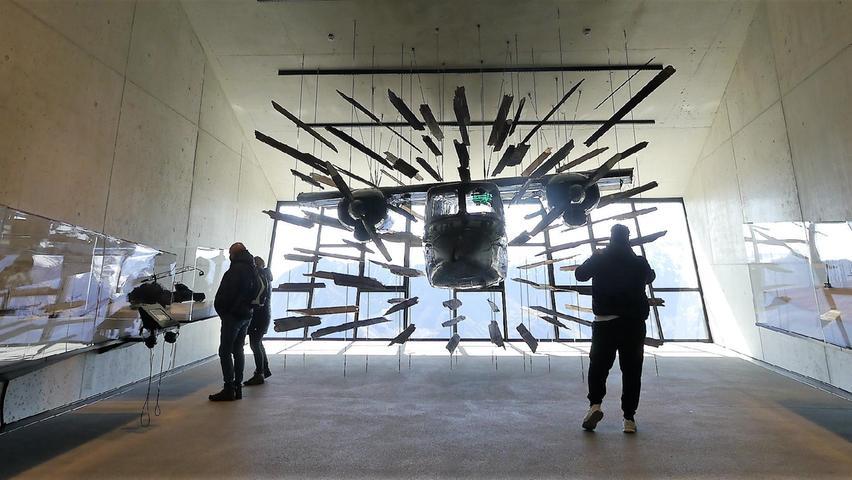 Größtes Ausstellungsstück der 007 Elements-Installation auf dem 3050 m hohen Gaislachkogl ist das Flugzeug, mit dem James Bond in