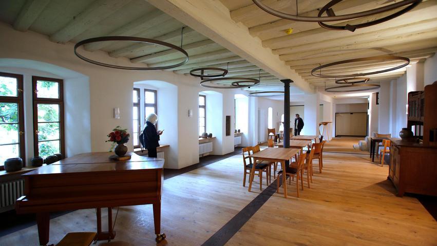 Nürnberg  , am 03.10.2021 Ressort: Lokales  Foto: Michael Matejka Sebalder Platz, Sebalder Pfarrhof Tag der offenen Tür im neuen Sebalder PfarrhofSerie:1 Bild von 20
