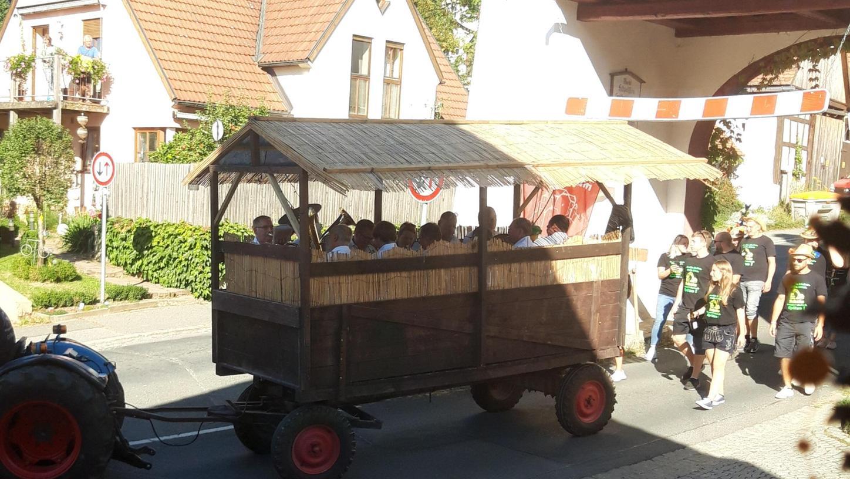 Ende September war  Kirchweih in Hiltpoltstein. Das wurde mit dem Baumaufstellen gefeiert.