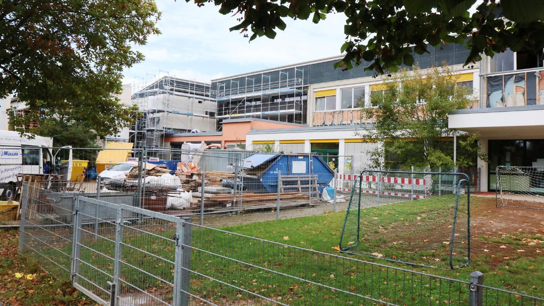 Die Arbeiten für die Sanierung der Hemhofener Grundschule liegen im Zeitplan und auch im Finanzrahmen.