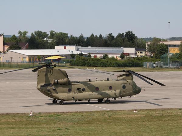 Chinook auf dem Flugfeld in Illesheim