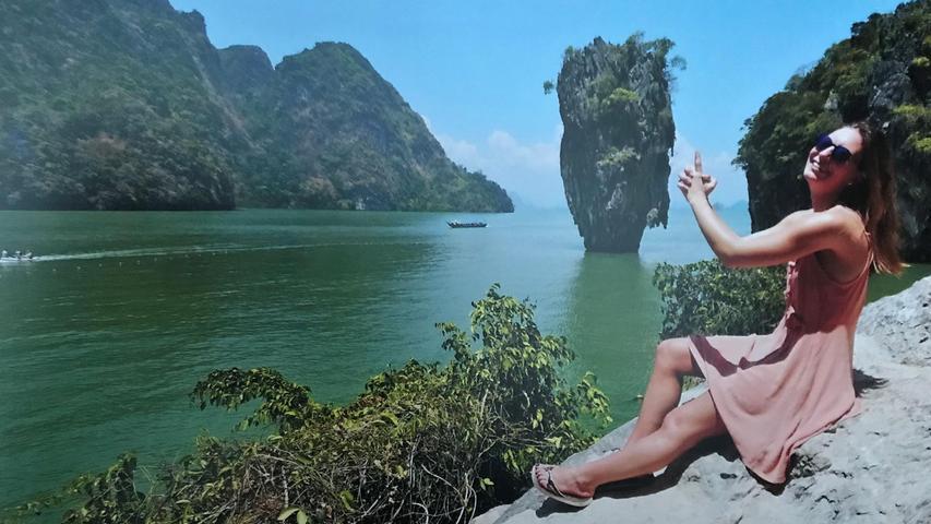 Vor dieses exotischen Kulisse zücken viele (Film-)Touristen die imaginäre Pistole: Der Nadelfelsen Ko Tapu im thailändischen Pang Nga Nationalpark.