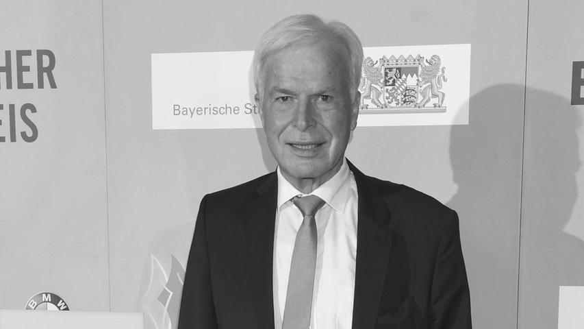 Der langjährige kicker-Herausgeber und frühere Chefredakteur Rainer Holzschuh starb in der Nacht zum 7. Oktober im Alter von 77 Jahren.