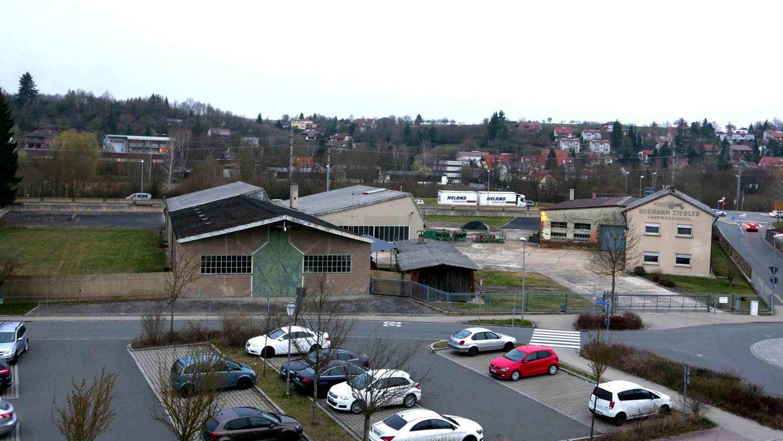 """Auf dem ein Hektar großen Areal am Schnizzersweg/Ecke Markgrafenstraße kann die REWE Markt GmbH Süd"""" einen sogenannten """"Green-Building Markt"""" errichten. Der Stadtrat stimmte der """"Aufstellung eines vorhabenbezogenen Bebauungsplanes"""" zu."""