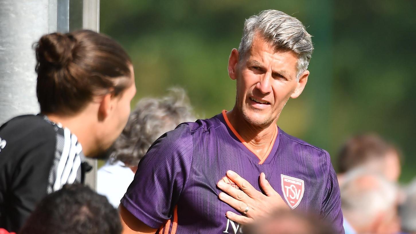 Hendrik Baumgart ist mit Leib und Seele Trainer, derzeit beim TSV Kornburg in der Landesliga Nordost,und Trainerfortbilder.
