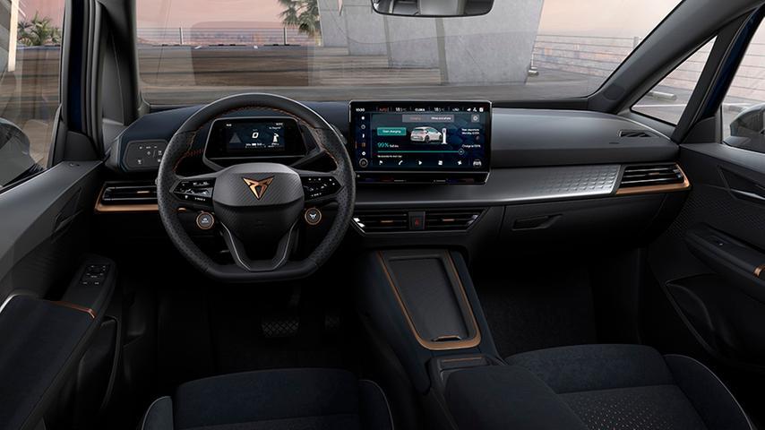 Auch im volldigitalisierten Cockpit finden sich kupferfarbene Deko-Elemente.