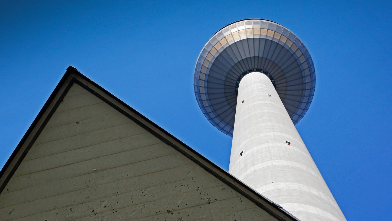 Der Nürnberger Fernmeldeturm ist das höchste Bauwerk in Bayernundnach dem Berliner und dem Frankfurter der dritthöchste Fernsehturm in Deutschland.