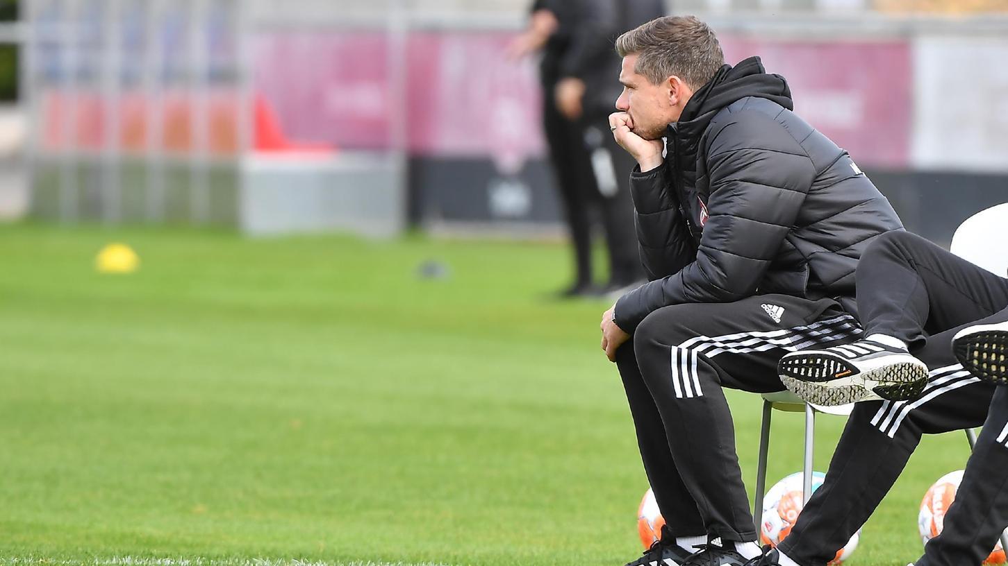 Gebrauchter Tag: Robert Klauß schaut Fußball.