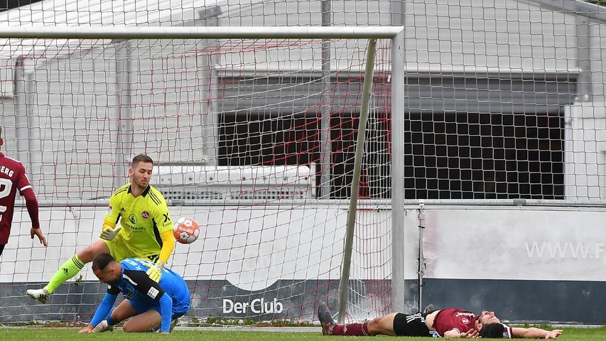08.10.2021 --- Fussball --- Saison 2021 2022 --- Testspiel / Freundschaftsspiel: 1. FC Nürnberg FCN ( Club ) - FC Ingolstadt FCI ( Schanzer ) --- Foto: Sport-/Pressefoto Wolfgang Zink / WoZi --- Christopher Schindler (16, 1. FC Nürnberg / FCN ) Eigentor zum 3:0 - links Carl Klaus (31, 1. FC Nürnberg / FCN ) Fatih Kaya (9, FC Ingolstadt 04 )