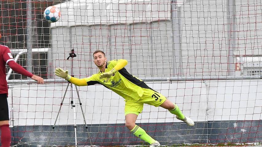 08.10.2021 --- Fussball --- Saison 2021 2022 --- Testspiel / Freundschaftsspiel: 1. FC Nürnberg FCN ( Club ) - FC Ingolstadt FCI ( Schanzer ) --- Foto: Sport-/Pressefoto Wolfgang Zink / WoZi --- Carl Klaus (31, 1. FC Nürnberg / FCN ) muss Gegentor Tor zum 0:1 hinnehmen