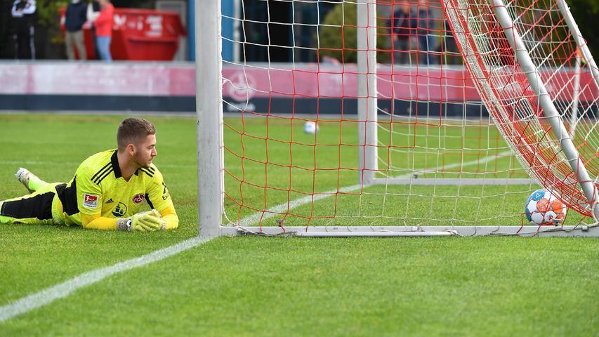 08.10.2021 --- Fussball --- Saison 2021 2022 --- Testspiel / Freundschaftsspiel: 1. FC Nürnberg FCN ( Club ) - FC Ingolstadt FCI ( Schanzer ) --- Foto: Sport-/Pressefoto Wolfgang Zink / WoZi --- Carl Klaus (31, 1. FC Nürnberg / FCN ) nach Gegentor Tor zum 0:4