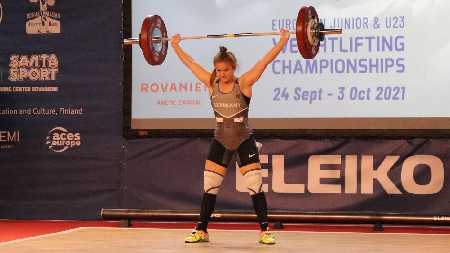 Bei diesem Versuch hat Amelie Hörner ihre Last zur Hochstrecke gebracht – das gelang ihr in Rovaniemi nicht immer.