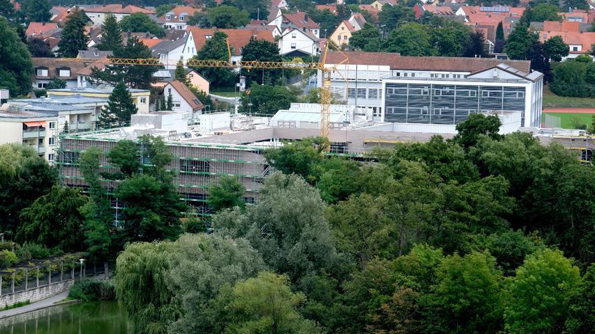 Und noch eine Baustelle: Das Schlossbad sollte im Oktober eröffnet werden - der Termin verschiebt sich noch etwas, heißt es bei den Stadtwerken.