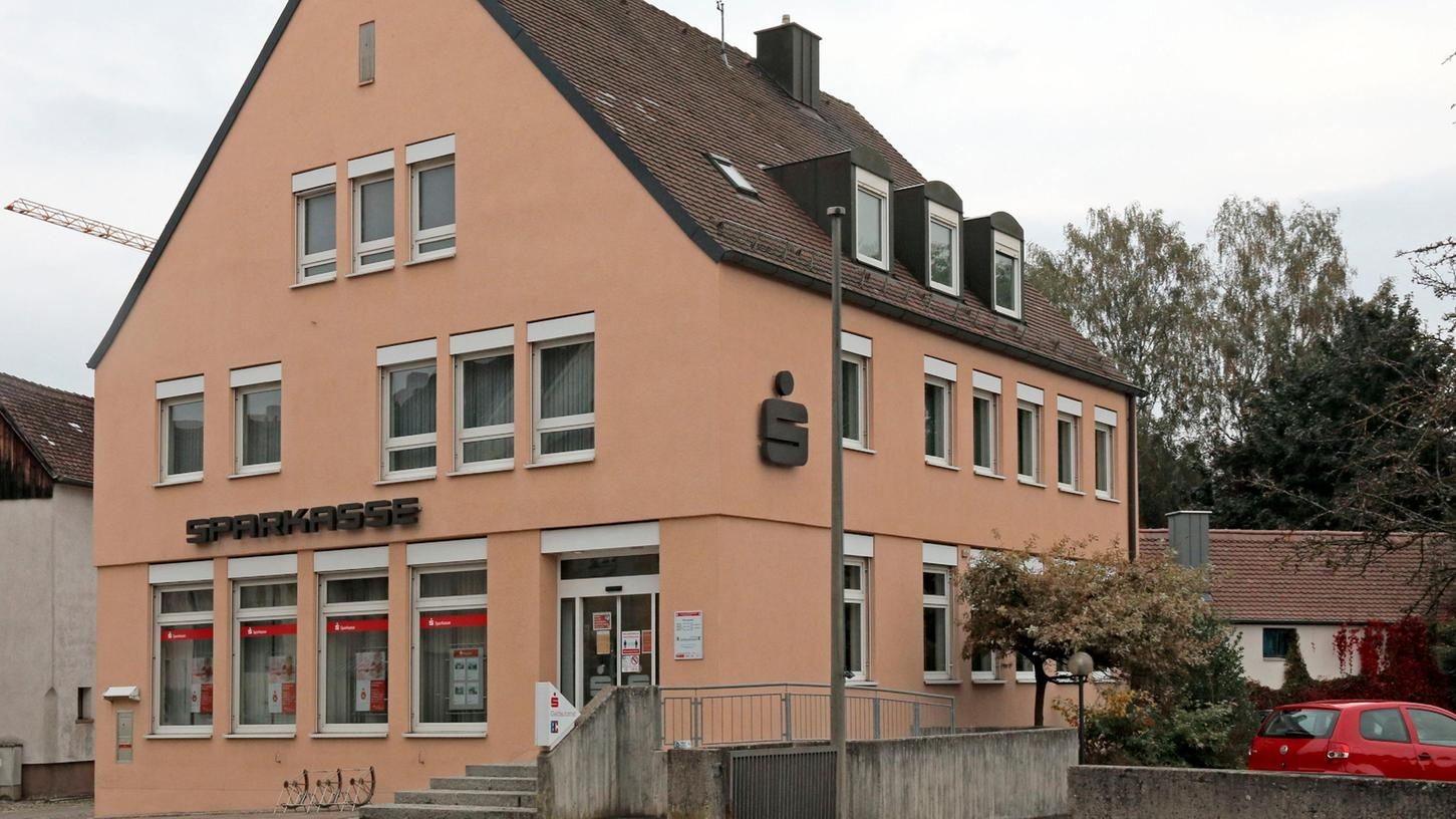Die Sparkasse gibt Mitte 2022 ihre Geschäftsstelle in der Heidecker Hauptstraße auf...