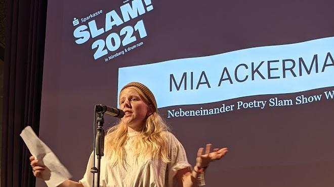 Mia Ackermann: Sie präsentierte einen intelligenten und unterhaltsam aus Sprichwörtern zusammengebastelten Text.