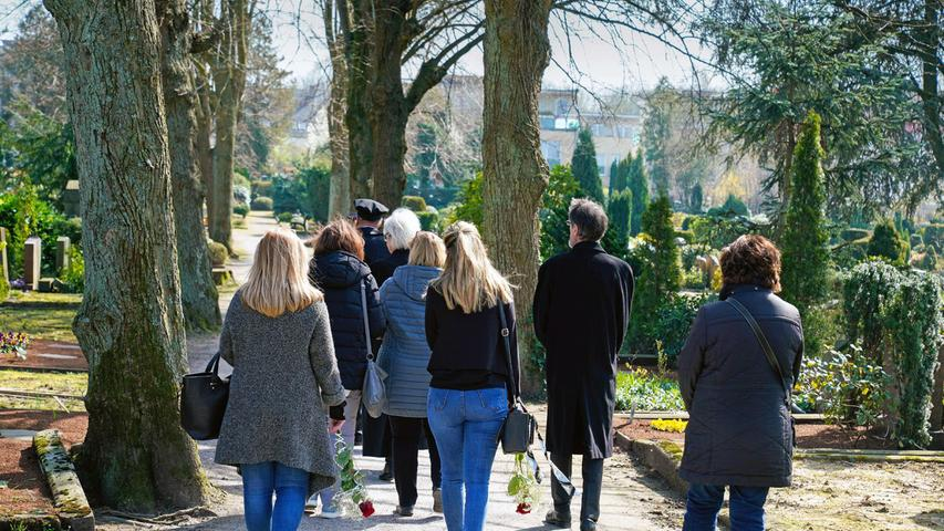 Nürnberg: Volle Discos, aber weiter Beschränkungen auf dem Friedhof